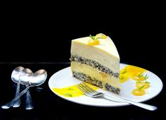 This mango and lemon entremet is exquisite, elegant and delicious! It's a real pastry masterpiece that can be made at home. Layered Desserts, Fancy Desserts, No Bake Desserts, Fancy Cakes, Chocolates, Lemon Glaze Cake, Entremet Recipe, Cake Recipes, Dessert Recipes
