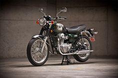 Review: 2011 KawasakiW800 - Pipeburn - Purveyors of Classic Motorcycles, Cafe Racers & Custom motorbikes