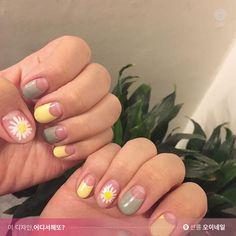 사랑스러운 봄꽃, 데이지를 손톱에 올리면 얼마나 예쁘게요? ♥.♥