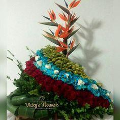 Y con esta imagen le damos la Bienvenida al mes de Abril agradeciendo todo lo otorgado en Marzo y con la certeza que tendremos una Venezuela Mejor!!! #flores #floristerias #tricolor
