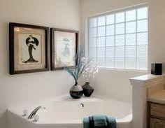 Bloco de Vidro para Banheiro - Moderno e Luxuoso | Construção - O bloco ou tijolo de vidro pode ser uma ótima opção para a decoração tanto pro interior quanto para o exterior. Mais informação pelo 214 266 310 ou  odem.geral@odem.pt