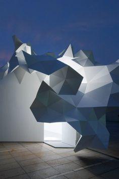Esta pieza, denominada como Bloomberg Pavilion, fue diseñada por la firma japonesa de arquitectura  Akihisa Hirata Architecture, por encargo del Museo de Arte Contemporáneo de Tokio, en Japón.