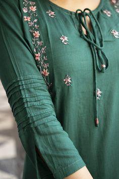 Embroidery On Kurtis, Kurti Embroidery Design, Kurti Neck Designs, Blouse Designs, Boutique Maxi Dresses, Linen Suit, Check Dress, Indian Designer Outfits, Saree Dress