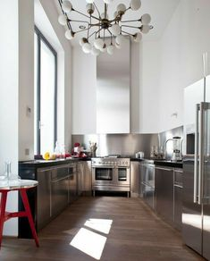 #stell #kitchen #acciaio Kitchen Set Up, Kitchen Dining, Bathroom Interior Design, Kitchen Interior, Casa Milano, Gold Bedroom Decor, Stainless Kitchen, Kitchen Stories, Home Decor Styles