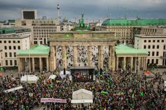 The BIGGEST CLIMATE CHANGE March Ever! ; ) Sunday 2014-09-21 BERLIN (pix via Avaaz) • worldwide mobilisation: 675k! • other cities: NYC (80 city blocks!! up to Wall St) / Paris / London / Melbourne / Delhi • goal of movement: meet like this every few months till crucial Paris climate summit in Feb 2016...