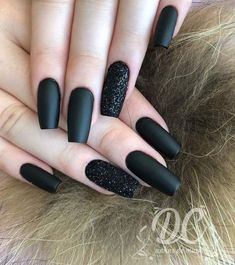 Nail art Christmas - the festive spirit on the nails. Over 70 creative ideas and tutorials - My Nails Black Acrylic Nails, Matte Black Nails, Best Acrylic Nails, Gold Nails, My Nails, Wine Nails, Black Nails With Glitter, Glitter Wine, Beauty Nails