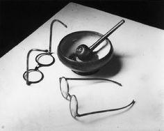 Andre Kertesz. Mondrain's pipe and glasses.