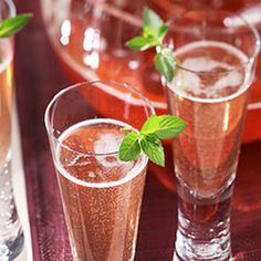 Try This tasty Recipe from Ocean Spray - Champagne and Cranberry Juice Sparkling Punch Party Drinks, Cocktail Drinks, Fun Drinks, Yummy Drinks, Beverages, Drinks Alcohol, Alcohol Recipes, Mixed Drinks, Yummy Food