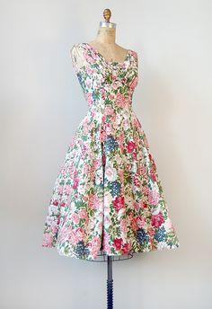My ideal kind of elegant meets sweetly feminine outfit. Vintage 1950s Dresses, Vintage Wear, Vintage Outfits, Vintage Clothing, Vintage Style, Fashion Moda, 1950s Fashion, Vintage Fashion, Edwardian Fashion