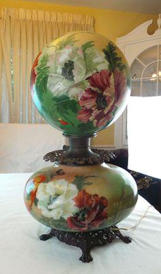 ANTIQUE OVERSIZE VICTORIAN STYLE GONE WITH THE WIND PARLOR LAMP HAND PAINTED