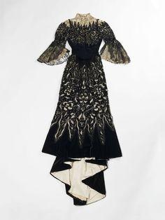 L'exposition La Mode retrouvée au Palais Galliera