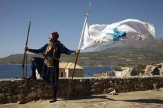Από τον εορτασμό της επετείου της έναρξης της Επανάστασης του 1821, στις 17 Μαρτίου 2012, στην Αρεόπολη της Μάνης . Greek Independence, Studio Apartment, Nice View, Greece, Empire, Mountains, History, City, Beach