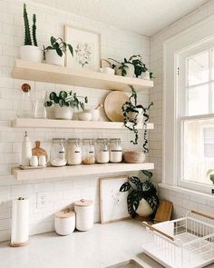Home Decor Kitchen, Kitchen Interior, Home Kitchens, Diy Home Decor, Room Decor, Plants In Kitchen, Studio Apartment Kitchen, Bohemian Kitchen Decor, French Kitchen Decor