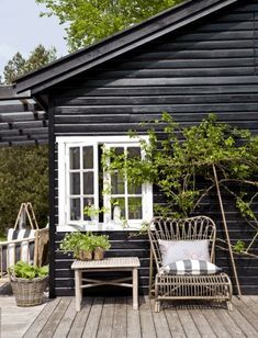 Tine Kjeldsen's Summerhouse in North Zealand black, white, weather-brown/gray and growing green! Tine Kjeldsen's Summerhouse in North Zealand - NordicDesign Outdoor Spaces, Outdoor Living, Outdoor Decor, Summer Cabins, Nordic Design, Small Patio, Hygge, Black House, House Colors