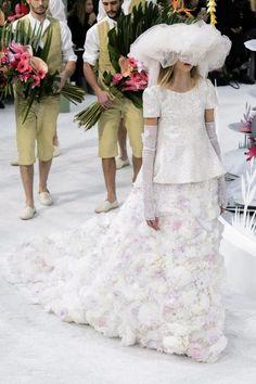Вдохновляемся #Chanel Haute #Couture #мода #пайетки #красота #белый #цвет #платье #women #dress #fashion #beauty