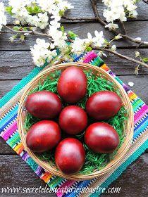 Secretele bucatariei noastre: CUM VOPSIM OUALE CU FOI DE CEAPA? Happy Easter, Plum, Fruit, Vegetables, Party, Food, Romania, Happy Easter Day, Essen