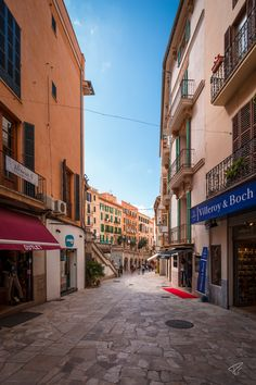 Fall in love with the vibrant beauty of Palma de Mallorca in a day! #europe #spain #mallorca #travel