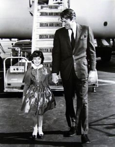 Mary Badham & Gregory Peck. (source)