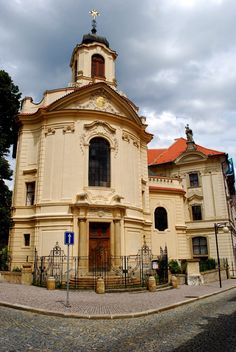The church of the monastery of St.Ursula in Kutná Hora, Czechia. Since 1995 the city center has been a UNESCO World Heritage Site. Praha, Sacred Architecture, The Monks, European Countries, Beautiful Places In The World, Pilgrimage, World Heritage Sites, Czech Republic, Places To See