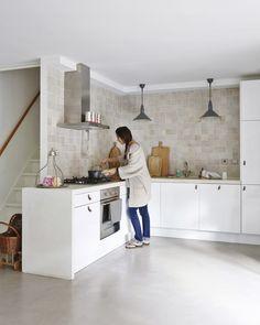 Ikea base | leather handles | customized concrete top | Zelliges tiles | Photo: Jan Luijk | Styling: Marit Saladini | Published: Libelle 2015