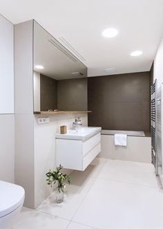 Salle de bains moderne • blanc et noir • sol carrelé • bain ...