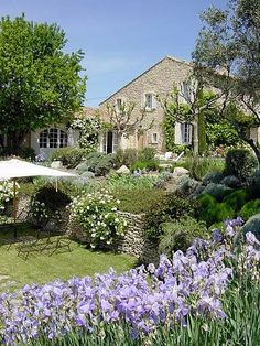 Fotka číslo 20 z les vignes houses with character mediterran Provence Garden, Provence Style, Provence France, French Cottage, French Farmhouse, Farmhouse Style, Garden Cottage, Home And Garden, Garden Bed