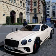 What Bentley model is this? Bentley Motors, Bentley Car, Black Bentley, Bentley Gt Continental, Bugatti, Supercars, Bmw Classic Cars, Top Luxury Cars, Motor Car