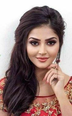 Beautiful Blonde Girl, Beautiful Girl Indian, Beautiful Girl Image, Beautiful Indian Actress, Beautiful Actresses, Classy Hairstyles, Braided Hairstyles, Beauty Full Girl, Beauty Women