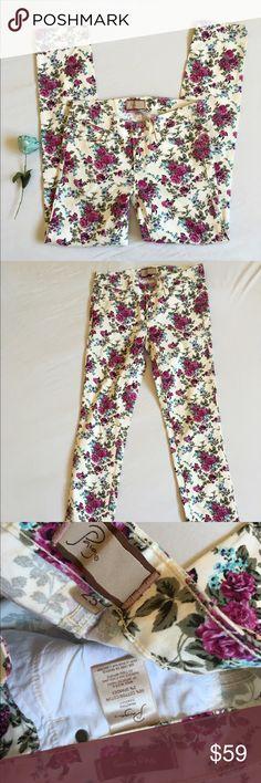 "Floral Paige peg skinny Soft purple flowered printed pants  Rise 7"" Inseam 28""    Peg skinny Paige Jeans Pants"