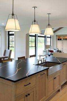 Light Wood Kitchens, Light Wood Cabinets, Wood Kitchen Cabinets, Small American Kitchens, American Kitchen Design, Grey Kitchen Designs, Cocinas Kitchen, Grey Countertops, Craftsman Kitchen