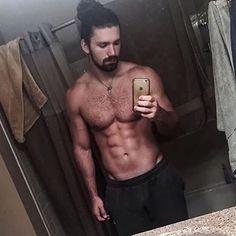 @dannyweymier #instahunk #instahot #sexyfucker #sexybeast #muscles #hunk #woof…