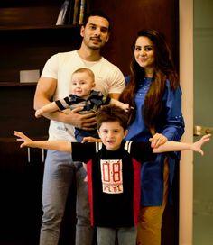 Gorgeous Star Fatima Effendi Looks Beautiful with Family Pakistani Party Wear Dresses, Pakistani Wedding Outfits, Pakistani Models, Pakistani Actress, Cute Love Couple, Cute Family, Celebrity Couples, Celebrity Pictures, Cute Muslim Couples