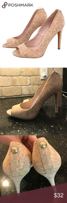 NWOT Vince Camuto cork pump size 8 These shoes are a classic pump with a trendy cork twist. These are nicely made!! Vince Camuto Shoes
