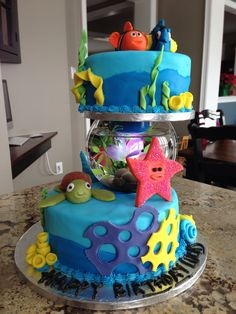 Finding Nemo cake with fish bowl and light feature