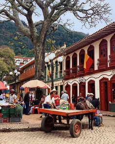 """Jacob Crompton en Instagram: """"• a small pueblo and its plaza. jericó, last weekend. 3 hours away from medellín, but it's as if you have gone back in time - magical."""" Back In Time, Instagram"""