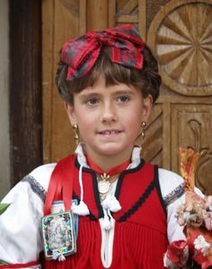 Hello all, Today I will return to Spain, to Aragon, province of Huesca, the valley of Ansó. Aragon is in the northeast of the co. Costumes, Regional, Pretty, Beauty, Color, Amazing, Fashion, Zaragoza, Clothing