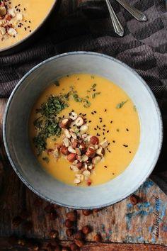 Kolde dage, kæmpe skåle fyldt med varm suppe og Netflix foran sig - så bliver livet ikke rigtigt meget bedre, vel? Få 5 lunende opskrifter her!