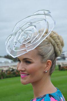 Amazing hat on the Australian Racecourse Silly Hats, Fancy Hats, Kentucky Derby Fascinator, Derby Hats, Fascinator Hats, Fascinators, Spring Racing Carnival, Race Wear, Types Of Hats