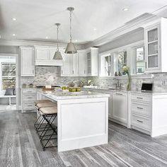 44 + Stylish White Kitchen Cabinets Decor - Home By X Kitchen Cabinets Decor, Kitchen Cabinet Design, Interior Design Kitchen, Kitchen Wood, White Cabinets In Kitchen, Diy Kitchen, Kitchen Furniture, Distressed Kitchen, Huge Kitchen