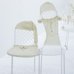 Japanese architect Junya Ishigami has created an installation of chairs wearing crocheted clothes at Interieur 2010 in Kortrijk, Belgium. Crochet Art, Crochet Home, Petite Purses, Sweet Home, Textile Sculpture, Textiles, Dezeen, Knitting Designs, Furniture Design