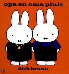 Opa en oma Pluis (Boek, ed) door Dick Bruna Faire Du Baby Sitting, Book Cover Design, Book Design, St Claus, Elsa Beskow, Grands Parents, Miffy, Learning Through Play, Black Bear
