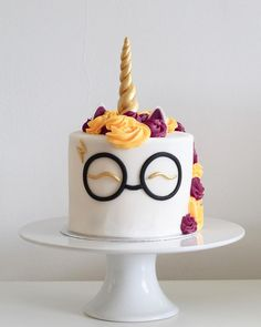 Harry Potter unicorn cake! ⚡️ I may have taken my obsession with Harry Potter too far.. but I bought a load of new food gels and needed an excuse to use them! ⚡️ ・ ・ ・ #cake #harrypottercake #unicorncake #unicorn #swissmeringebuttercream #Thursday #fondant #gold #layercake #vanilla #HarryPotter #homemade #baking #undiscoveredbaker #unicorns #cakestagram #happy #pretty #bakinglife #maisieskitchen #sponge #buttercream #frosting #recipe #foodie #London