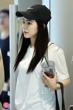 """""""irene in caps that will make you gay : a thread 😜"""" Elegant Wedding Hair, Red Velvet Irene, Famous Girls, Hat Hairstyles, Great Women, Casual Fall Outfits, Seulgi, Beautiful Asian Girls, Sweet Girls"""