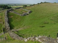 Hadrians Wall Places To Travel, Places To Go, Hadrian's Wall, Roman Britain, Ancient Rome, Running Away, Elizabeth Ii, Great Britain, Castles