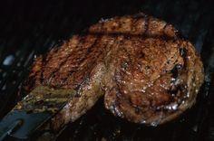 How to Prepare Beef Chuck Tender Steak Beef Shoulder Steak, Ribeye Steak In Oven, Sirloin Steaks, Broiling Steak In Oven, Broiler Oven, Beef Recipes, Beef Marinade, Swiss Steak