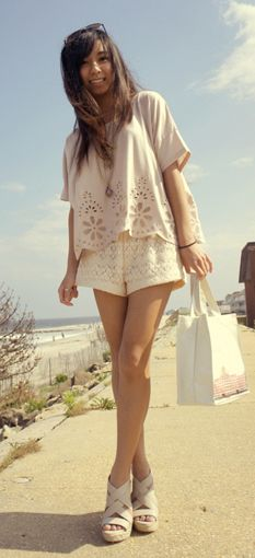 A really cute and simple outfit for just hanging out with friends ...