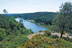 Saint-Just et l'île aux Pies. La Vilaine prés de Redon. Brittany