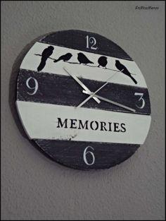 Pallet Clock, Pallet Art, Wood Crafts, Diy And Crafts, Decoupage, Space Drawings, Wood Spool, Diy Clock, Wooden Clock