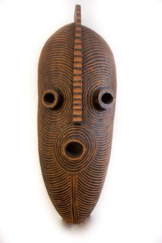 A vintage African mask made of wood that measures high and wide. Masks Art, Clay Masks, African Pottery, Natural Hair Art, Tribal African, African Sculptures, Art Premier, Art Africain, Africa Art
