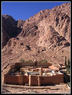 Several years ago Tom and I had the privilege of visiting St Catherine's monastery in the Sinai desert. This is one of the oldest working monasteries in existence, and monastic life in the area dat… Mount Sinai Egypt, Saint Catherine's Monastery, Places Around The World, Around The Worlds, Jesus Painting, Popular Sites, Spiritual Practices, Ancient Architecture, Ancient Egypt